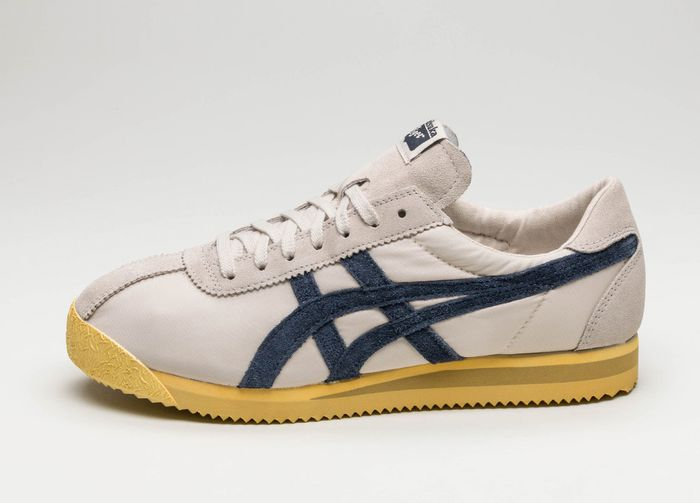 Buy online Asics Onitsuka Tiger Corsair Vintage in Birch / India .