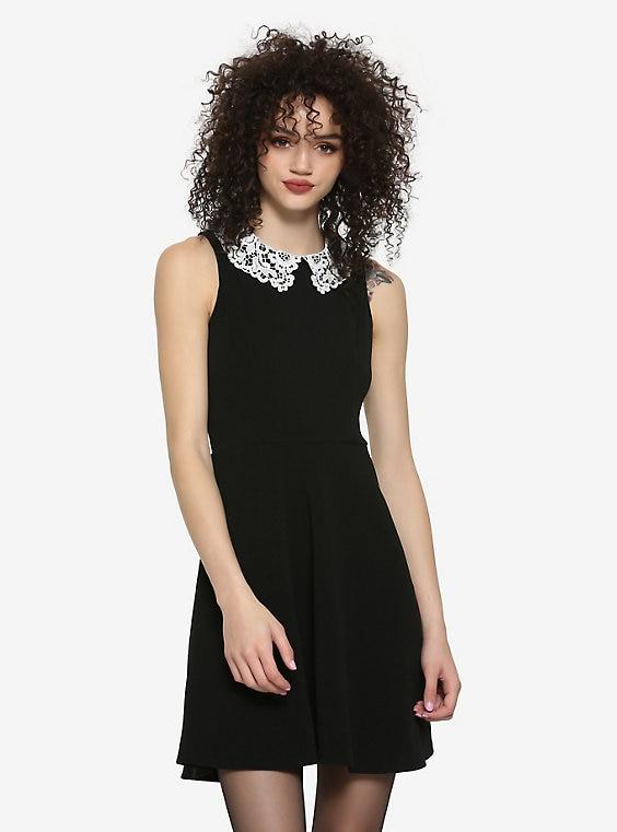 Black Lace Collar Dre