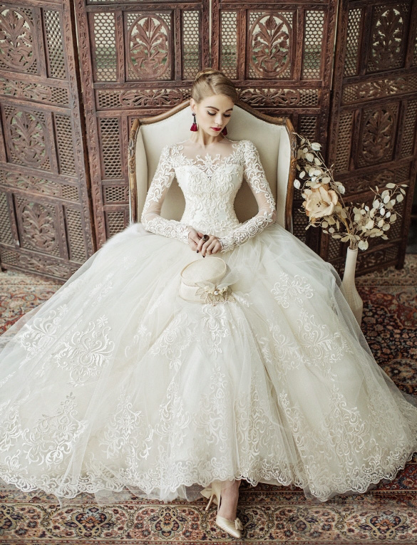 Oh My Lace! This Eileen Couture wedding dress is filled with .
