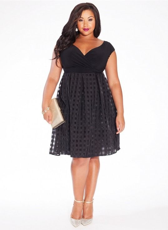 5 flattering plus size dress options for a wedding guest .