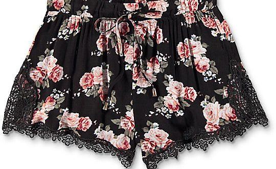 Trillium Demia Floral Crochet Shorts   Zumi