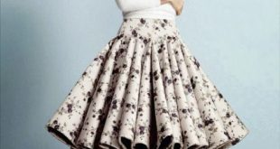 What a lovely full skirt!! Check out more modest outfit .