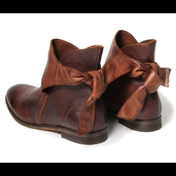 H By Hudson Shoes | Iso Etty Brown Ankle Boots Dark Brown | Poshma