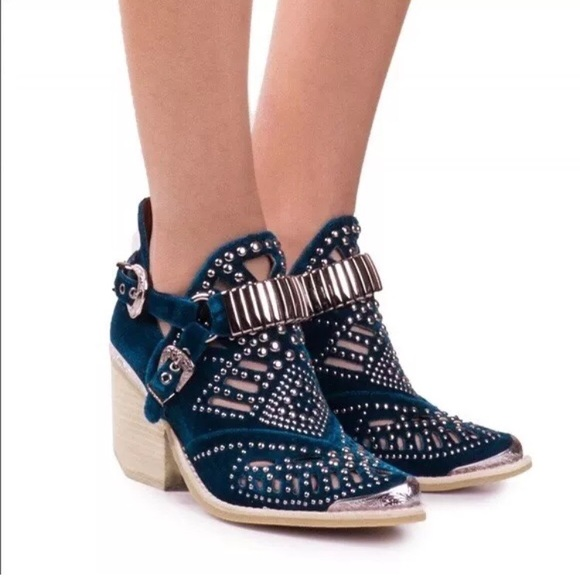 Jeffrey Campbell Shoes | New Calhoun 4 Blue Velvet Booties | Poshma
