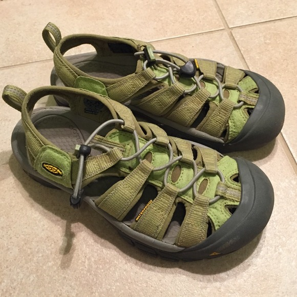 Keen Shoes | Waterproof In Great Condition | Poshma
