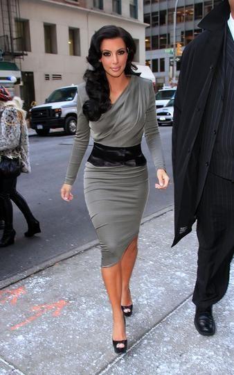 stunning, slimming | Fashion, Young kim kardashian, Kardashian sty