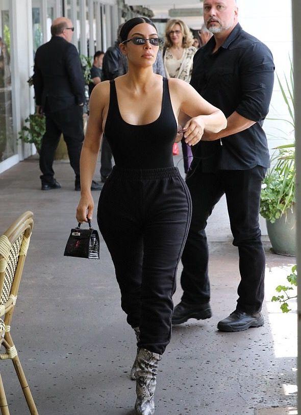 Kim Kardashian West. | Kim kardashian outfits, Kardashian outfit .