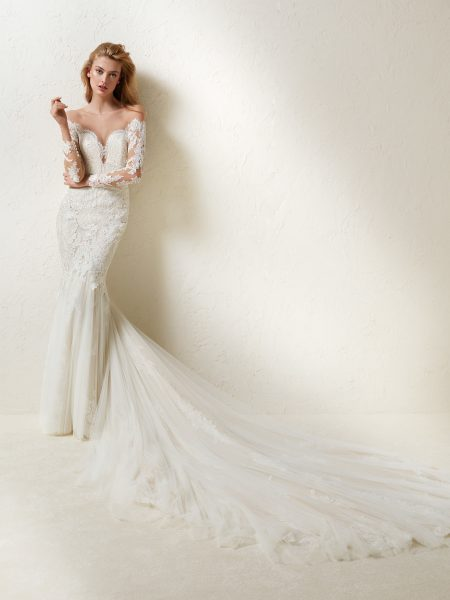 Long Sleeve Off-the-shoulder Lace And Tulle Mermaid Wedding Dress .
