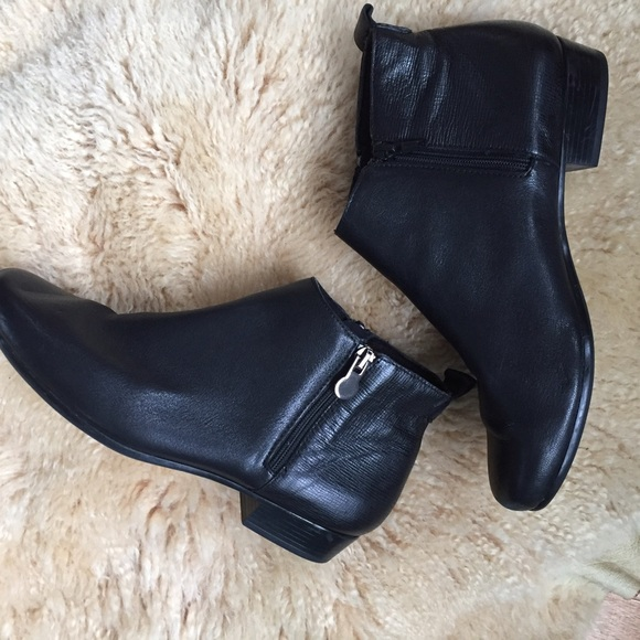 munro Shoes | Lexi Boots Booties Black | Poshma