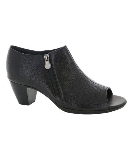 Munro Shoes Black Luisa Leather Bootie - Women | Zuli