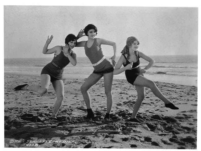 33 Vintage Swimsuit Photos That Will Have You Dreaming of the Bea