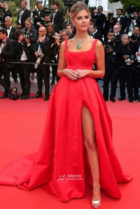 """Lala Rudge Red Celebrity Dress """"Oh Mercy"""" Cannes 2019 Premie"""