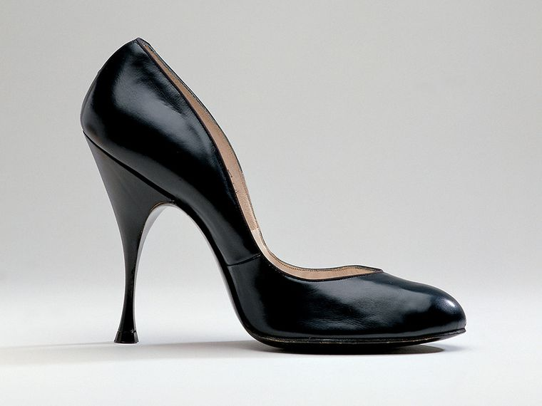 The stiletto heel is the embodiment of post-war material science .