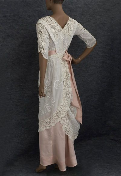 Hand-embroidered tea dress trimmed with Irish crochet, c.1910 .