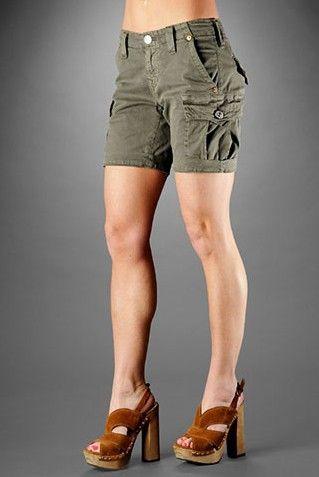 How to Wear Cargo Shorts for Women in 2020   Cargo shorts women .